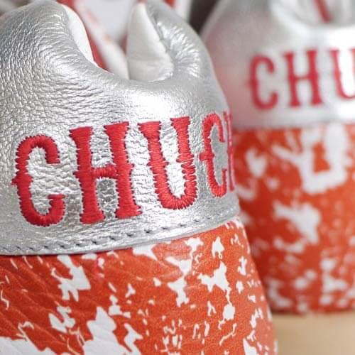 Вышивка логотипа на обуви