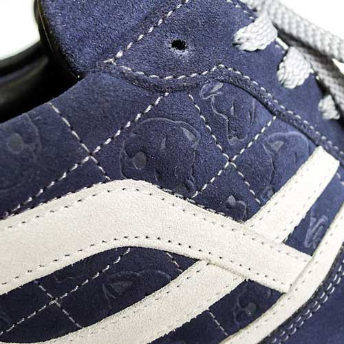 Embossing a pattern or branding on embossed shoes