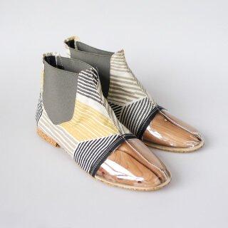 Наши специалисты сами подберут вам размер и подтвердят его, отправив размерную пару обуви